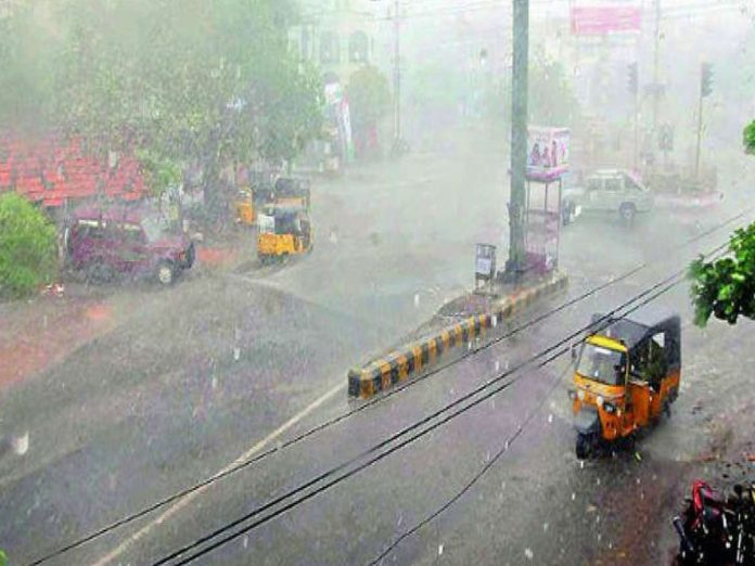 తెలంగాణలోని పలు ప్రాంతాల్లో భారీ వర్షం...