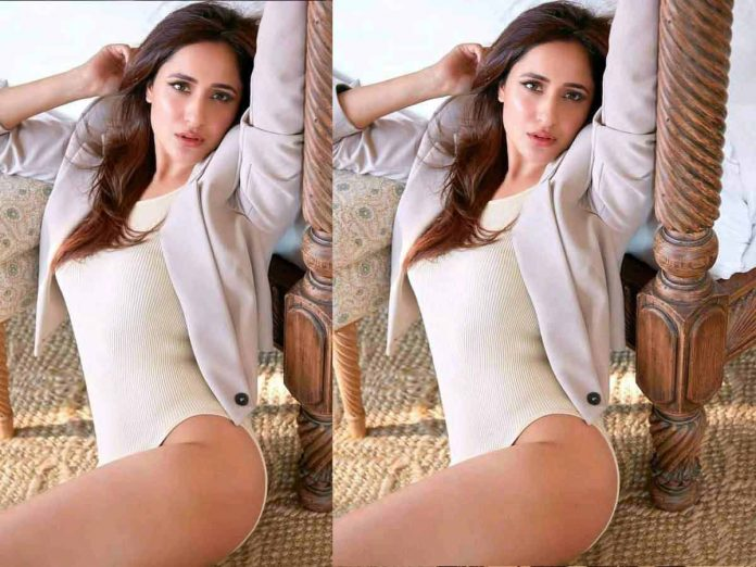 Pragya Jaiswal raises the heat with the teasing clicks