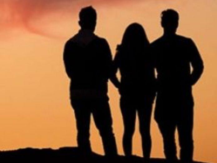 ఒకే అమ్మాయిని ఇద్దరు యువకులు ప్రేమించడంతో…