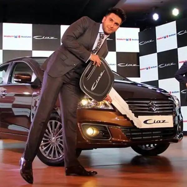 రణవీర్ సింగ్ గ్యారేజ్ లోకి 'కొత్త అతిథి'! 2.43 కోట్లు విలువ చేసే కార్!