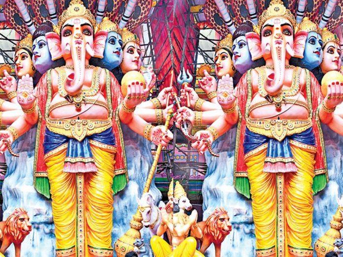 ఖైరతాబాద్లో మొదలైన సందడి... మహాగణపయ్యను చూసేందుకు...