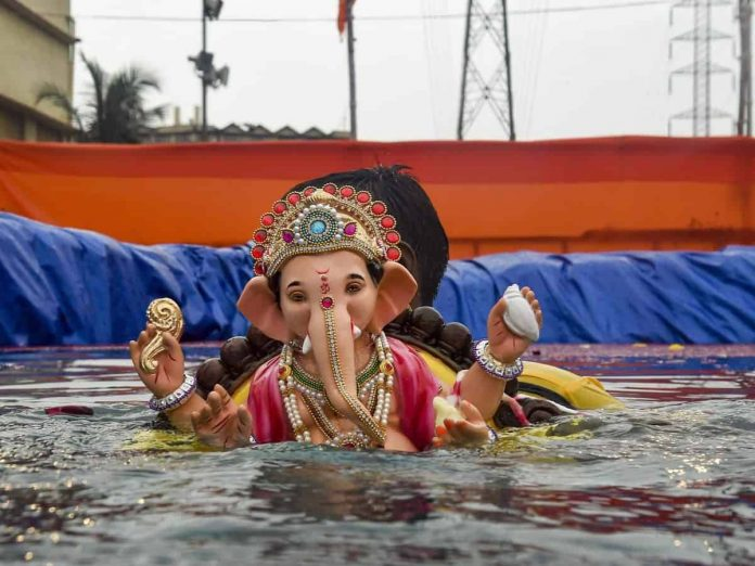 హైదరాబాద్లోని గణేష్ మండపాలకు పోలీసుల నోటీసులు... ఎందుకంటే...