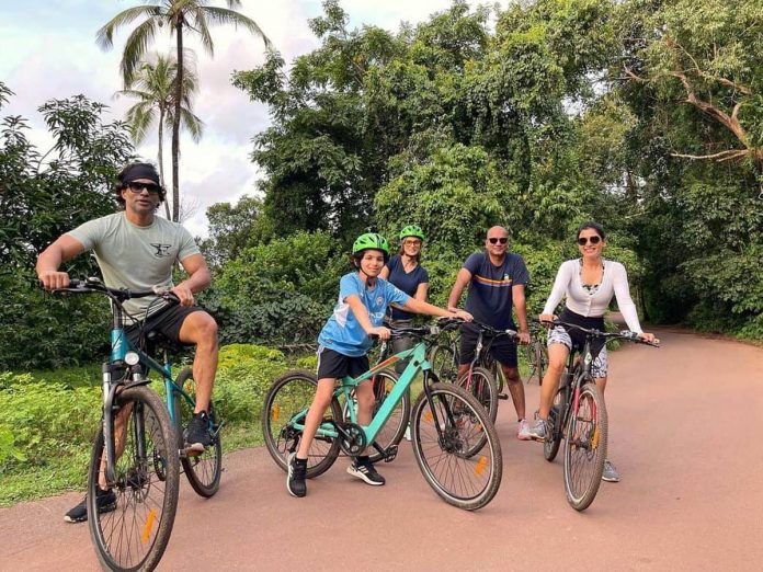 Samantha's Cycling Session With Her Friends