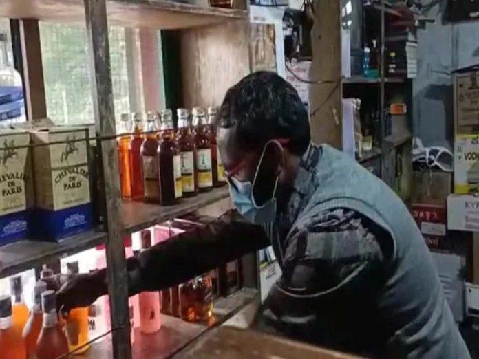 వ్యాక్సిన్ తీసుకున్న వారికే అక్కడ మద్యం...