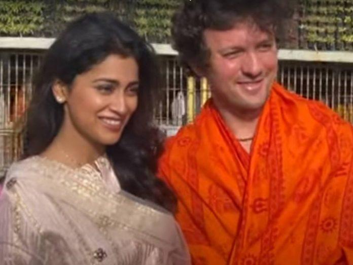 Shriya Saran visits tirumala along with husband