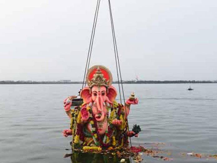 గణేష్ నిమజ్జనం పై నెలకొన్న గందరగోళం...