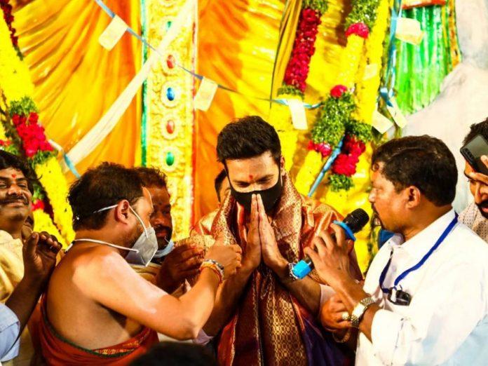 ఖైరతాబాద్ మహా గణపతిని దర్శించుకున్న గోపీచంద్