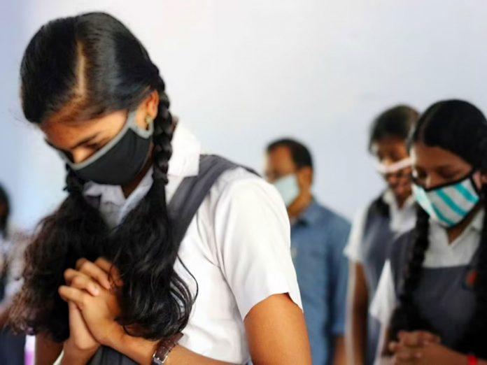 కరోనా భయం: పాఠశాలల్లో విద్యార్థులకు ఏది అభయం?