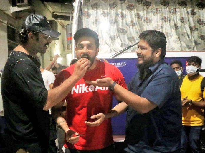 Sunny Singh birthday celebrations from the sets of Adipurush