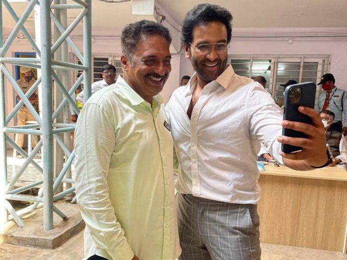 Manchu Vishnu Selfi with Prakash Raj Goes viral