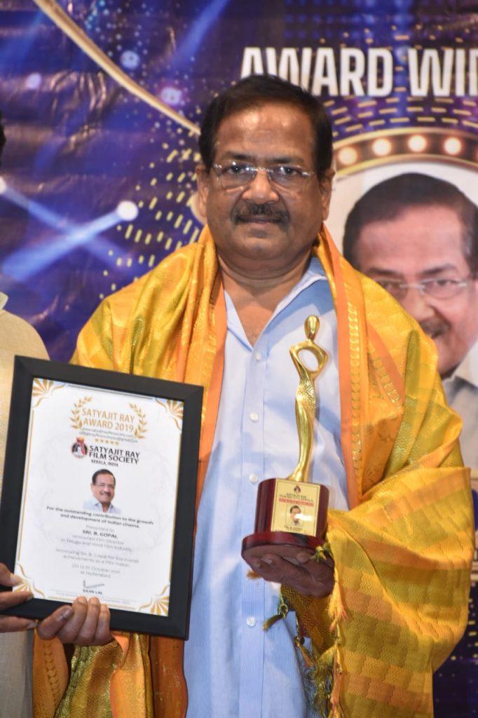 సత్యజిత్ రే స్మారక పురస్కారం పొందిన బి. గోపాల్
