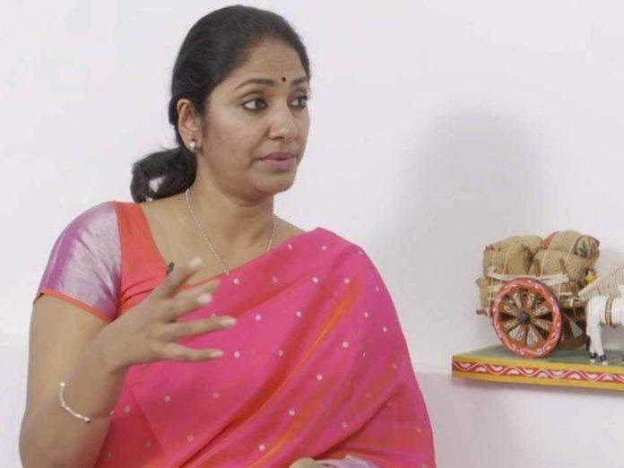 Anchor Jhansi Sensational Comments on Jhansi