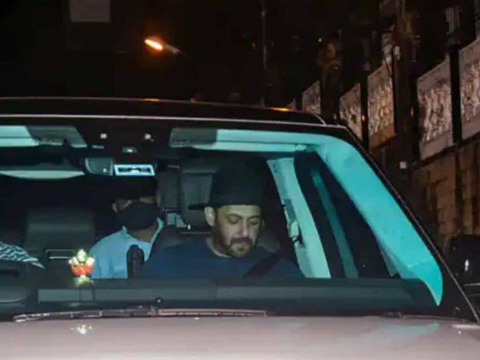 Salman Khan Visited Shah Rukh Khan's House after Aryan Khan Arrest
