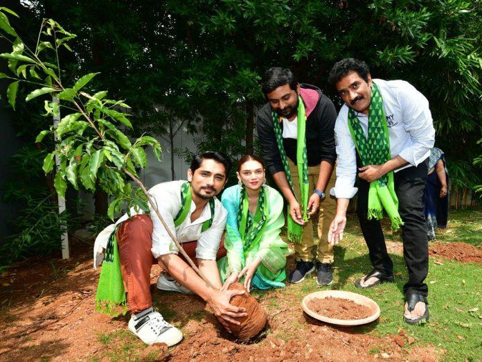 గ్రీన్ ఇండియా చాలెంజ్ : మొక్కలు నాటిన 'మహా సముద్రం' మూవీ టీం